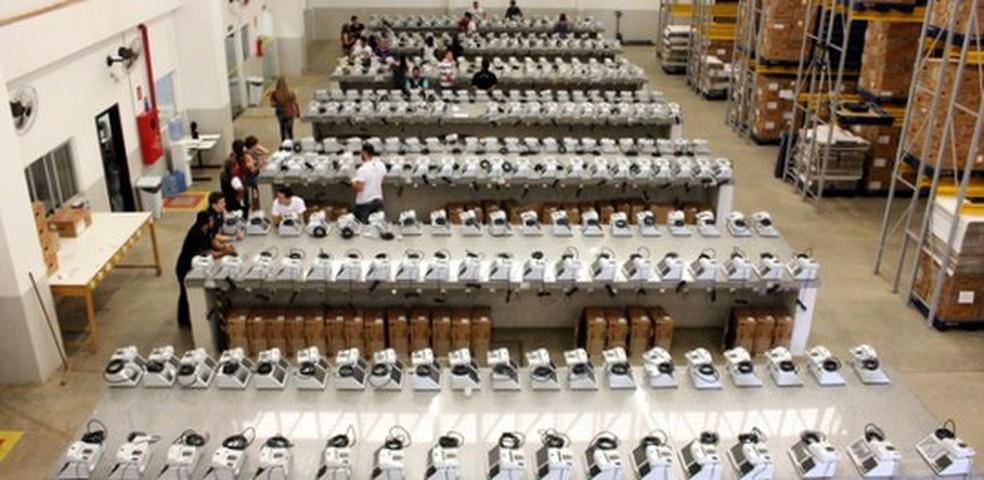 Urnas que serão distribuídas aos municípios (Foto: TRE-MT/Divulgação)