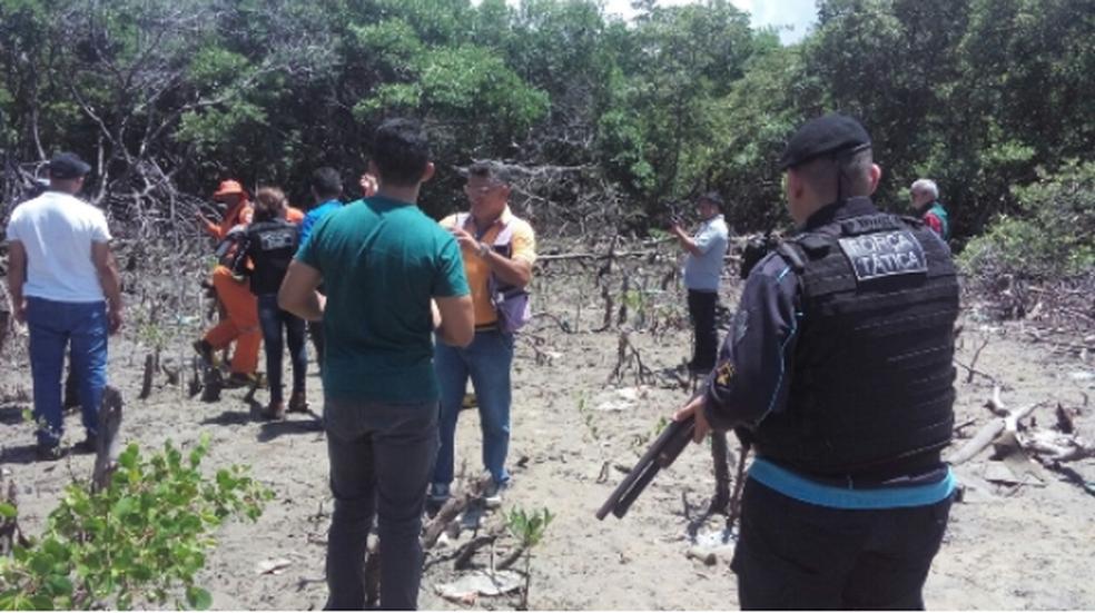 Polícia e Bombeiros do Ceará buscam corpos de três mulheres mortas em uma área de mangue, em Caucaia. (Foto: Secretaria de Segurança/Divulgação)