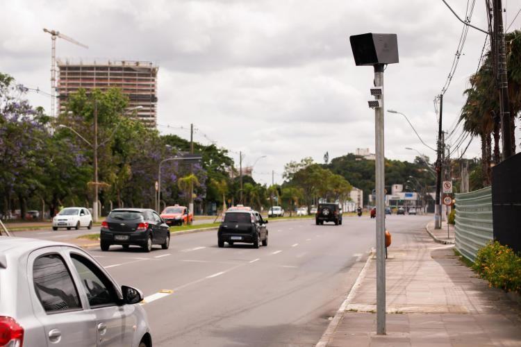 Novos controladores eletrônicos de trânsito entram em operação em Porto Alegre
