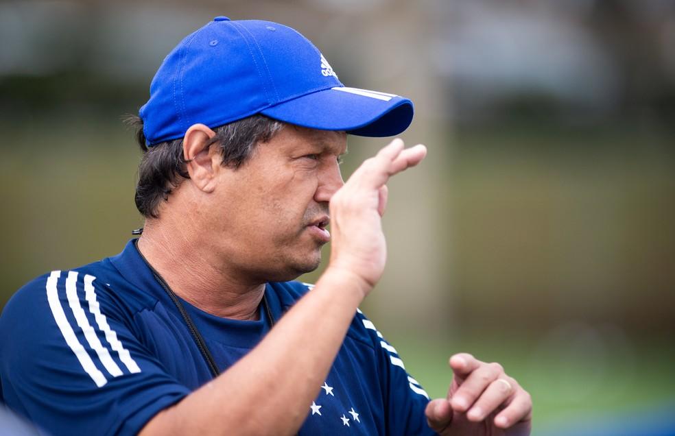 Adilson Batista durante treino do Cruzeiro — Foto: Bruno Haddad / Cruzeiro