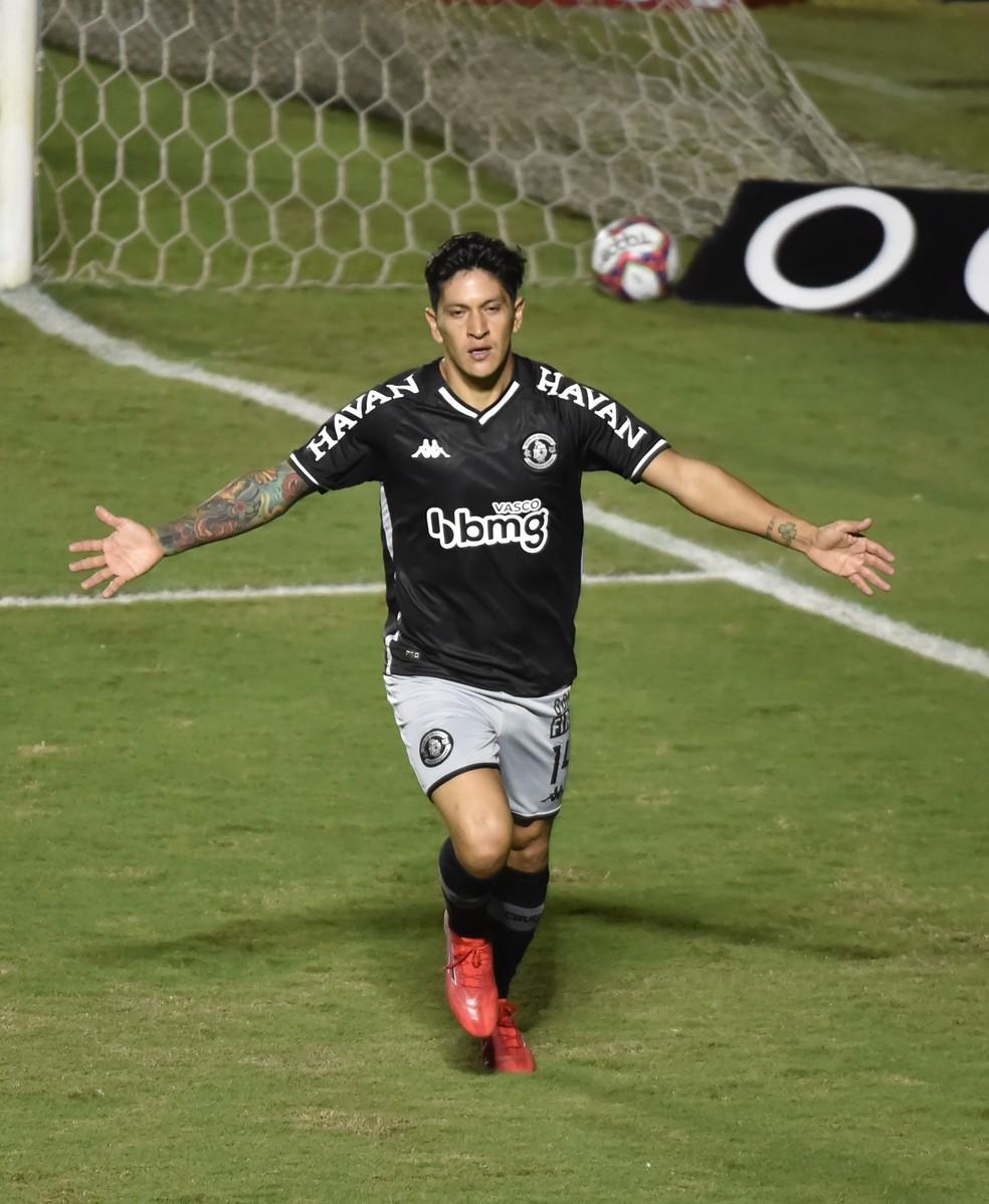 Cano celebra gol contra o Sampaio Corrêa — Foto: André Durão/ge