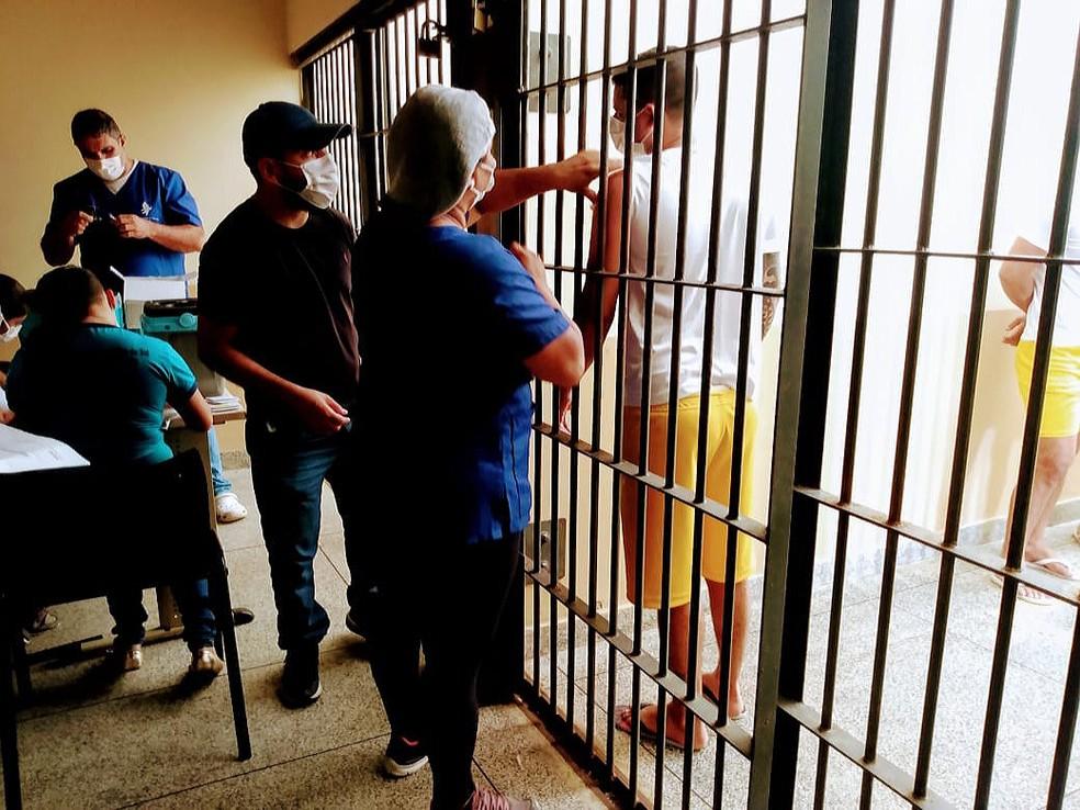 Presos em Cruzeiro do Sul fecharam o esquema vacinal contra Covid nesta quarta-feira (1) — Foto: Arquivo pessoal