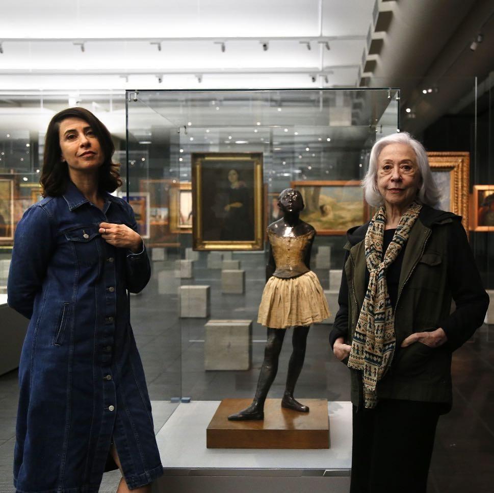 Fernanda Torres e Fernanda Montenegro com a bailarina de Degas no MASP (Foto: Reprodução/Instagram)