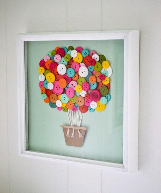 As molduras com desenhos dão um charme extra à parede (Foto: Arquivo pessoal/ Anny Meisler)