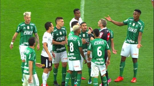 """Moisés, do Palmeiras, critica arbitragem e diz que, em Itaquera, """"na dúvida, segue"""""""