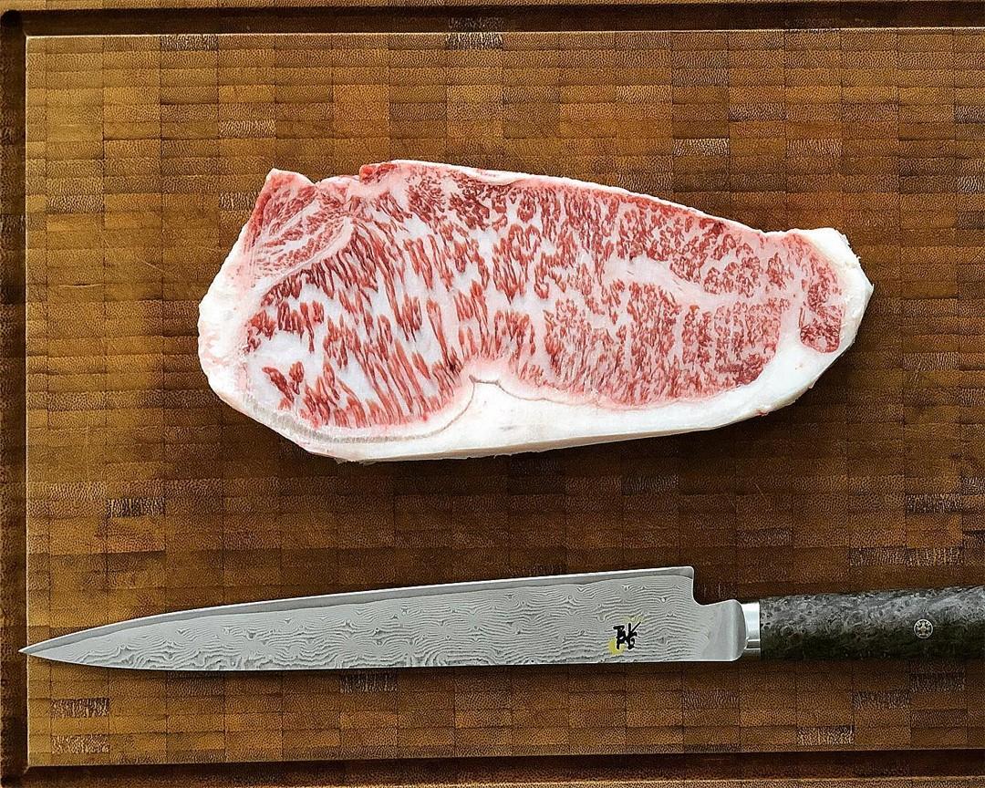 Peça de carne de wagyu, a mais rara, saborosa e cara do mundo (Foto: Reprodução/Instagram)