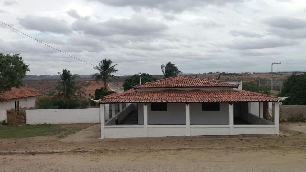Casa sede da fazenda que teve 200 ovelhas roubadas em Tangará (Foto: Gija )
