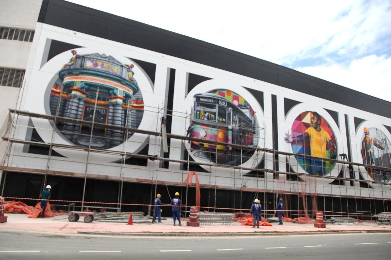 Painéis gigantes de arte urbana em homenagem a Santos, SP, são finalizados