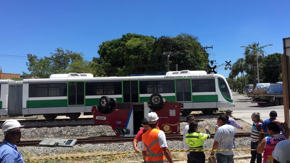 VLT colidiu em carro-forrte no Bairro Vila União (Foto: Almir Gadelha/TV Verdes Mares)
