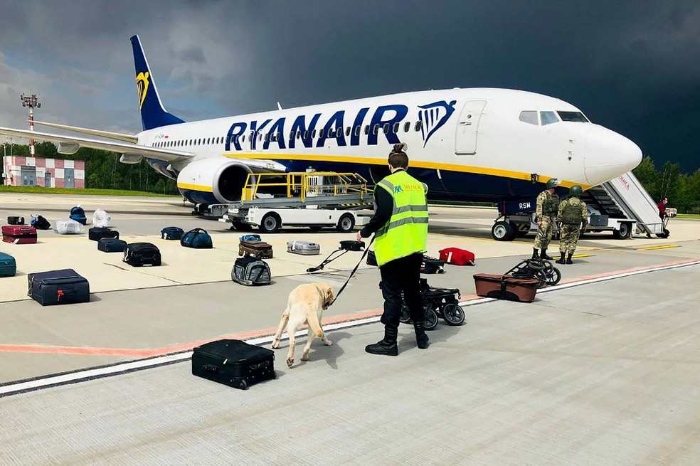 Avião da Ryanair que foi desviado para pousar na Belarus para que um passageiro fosse preso — Foto: AFP