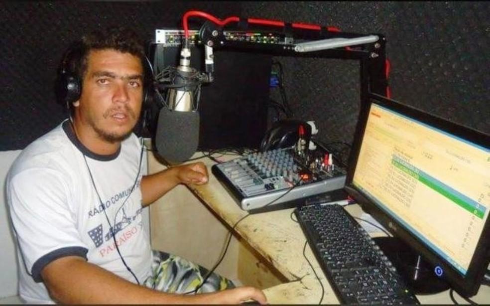 Toninho Locutor atuava em uma rádio na cidade de Planaltino, no sudoeste da Bahia — Foto: Itiruçu Online