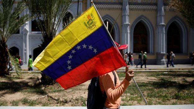 Venezuela foi generosa com vizinhos durante governos autoritários - países precisam fazer o mesmo agora, diz Shannon (Foto: REUTERS/ADRIANA LOUREIRO via BBC News Brasil)