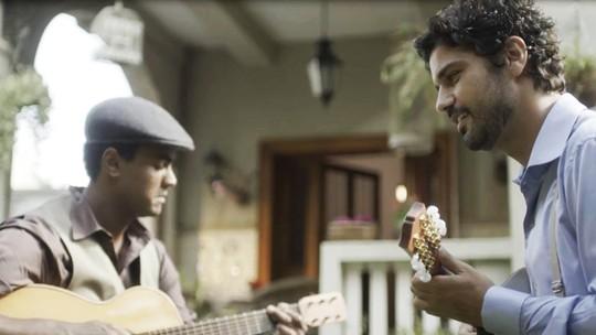 Bruno Cabrerizo e Jorge de Sá comentam preparação para cenas com bandolim e violão na novela 'Tempo de Amar'