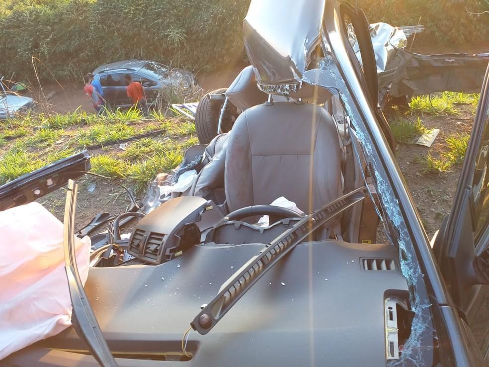 Parte do condutor é a única preservada após acidente grave com carreta em Alfenas (MG) — Foto: Corpo de Bombeiros
