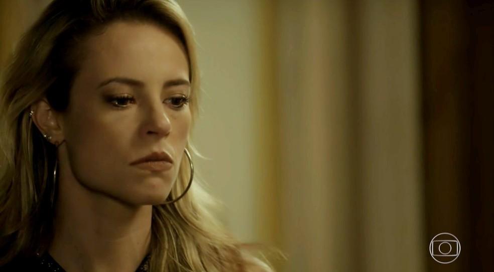 Em 'A Força do Querer', Jeiza (Paolla Oliveira) recebe convite para lutar nos Estados Unidos — Foto: Globo