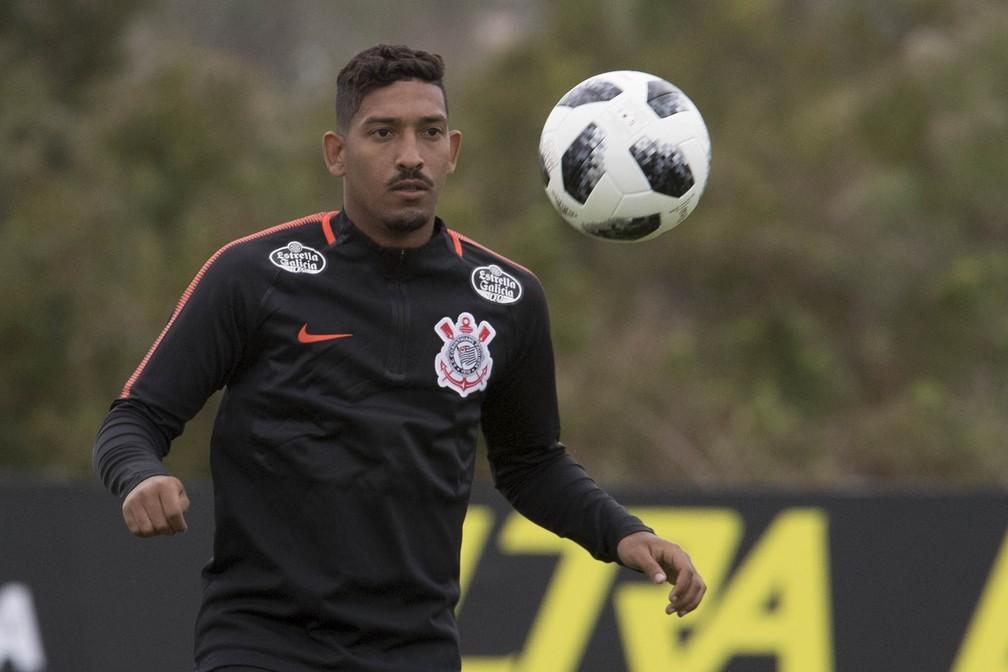 """Léo Príncipe lamenta repercussão de vídeo e comenta ida ao Corinthians: """"Não teve esquema"""""""