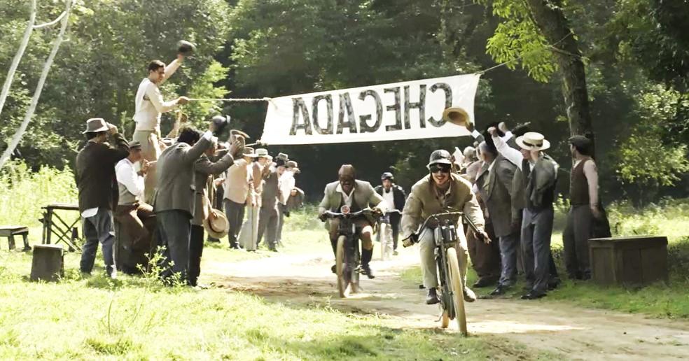 Mário cruza a linha de chegada em primeiro lugar. É isso aí! (Foto: TV Globo)