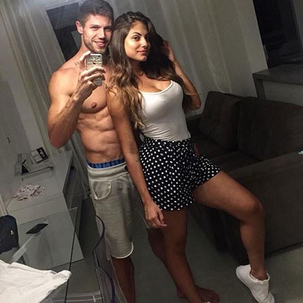 Mari Gonzalez posa com o ex-BBB Jonas Sulzbach (Foto: Instagram/ Reprodução)