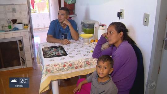Venezuelanos são acolhidos por moradores de Carvalhos após deixarem país vizinho