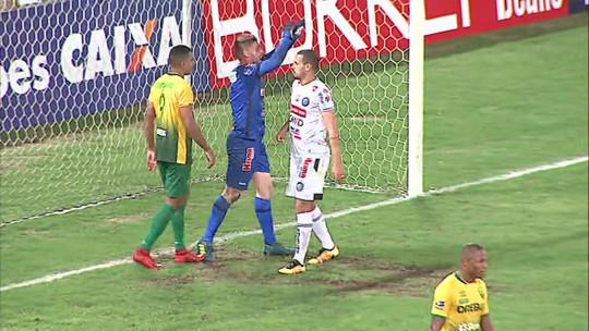 Alvo de Fluminense e Avaí, goleiro Simão renova com o Operário-PR