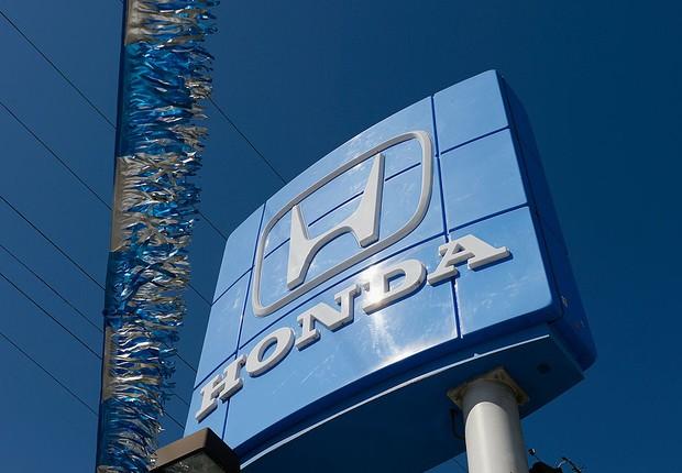 Logotipo da montadora Honda é visto diante de revendedora da marca japonesa (Foto: Kevork Djansezian/Getty Images)