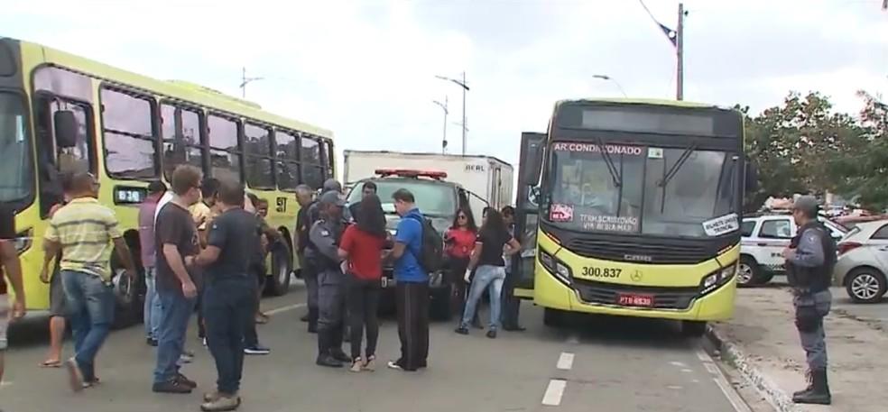 Criminoso é baleado e morre durante assalto a ônibus, em São Luís — Foto: Reprodução/TV Mirante
