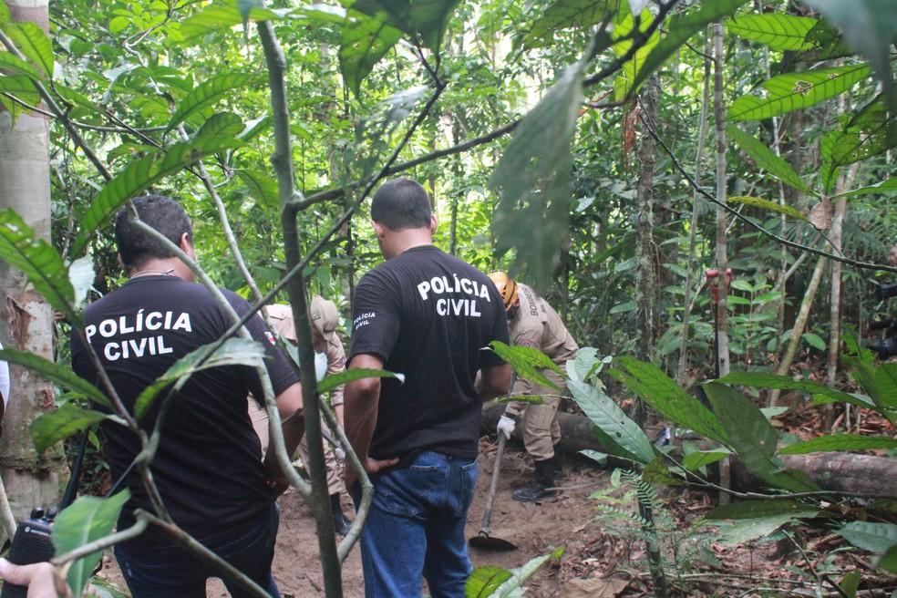 Dois corpos são encontrados enterrados em covas dentro da Reserva Florestal Adolpho Ducke, em Manaus — Foto: Eliana Nascimento/G1 AM