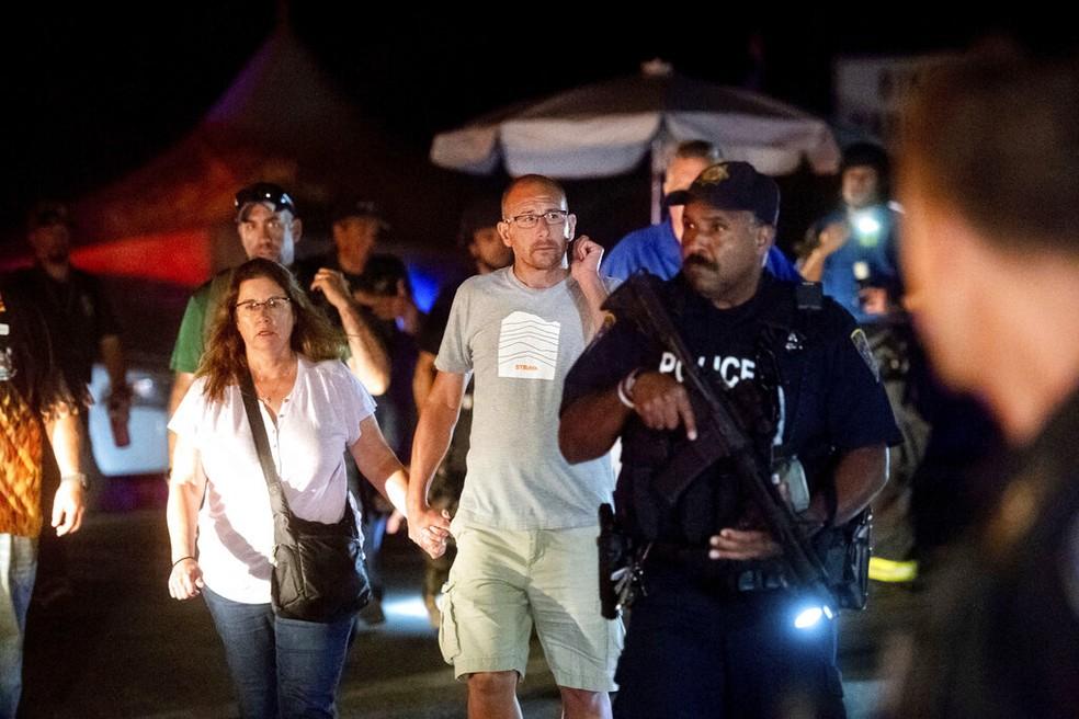 Atirador mata 3 e deixa vários feridos na Califórnia  — Foto: AP Photo/Noah Berger