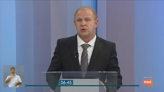 Com ausência de Comandante Moisés no debate, Gelson Merísio é entrevistado ao vivo na NSC TV