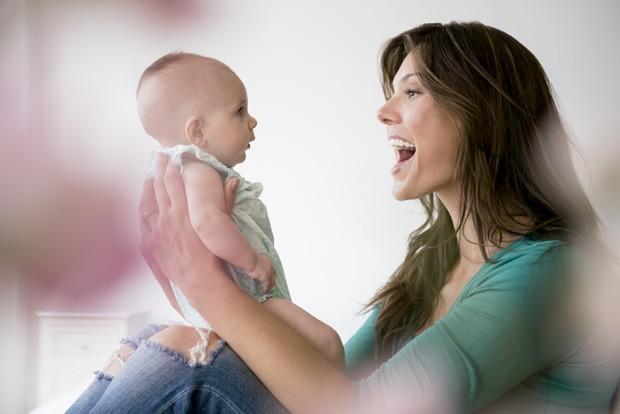 cantar para o filho é benéfico para mãe e para o bebê (Foto: thinkstock)