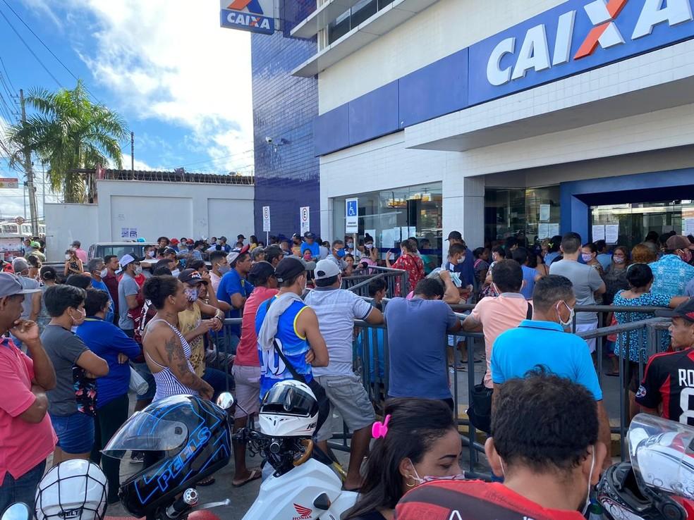 Manaus tem registrado aglomerações em filas há duas semanas — Foto: Carolina Diniz