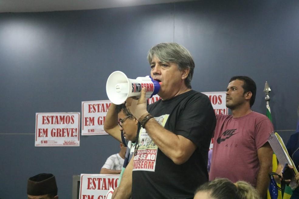 Presidente do Sindicato dos Servidores Municipais (Sindserm), Sinésio Soares  — Foto: Glayson Costa/G1