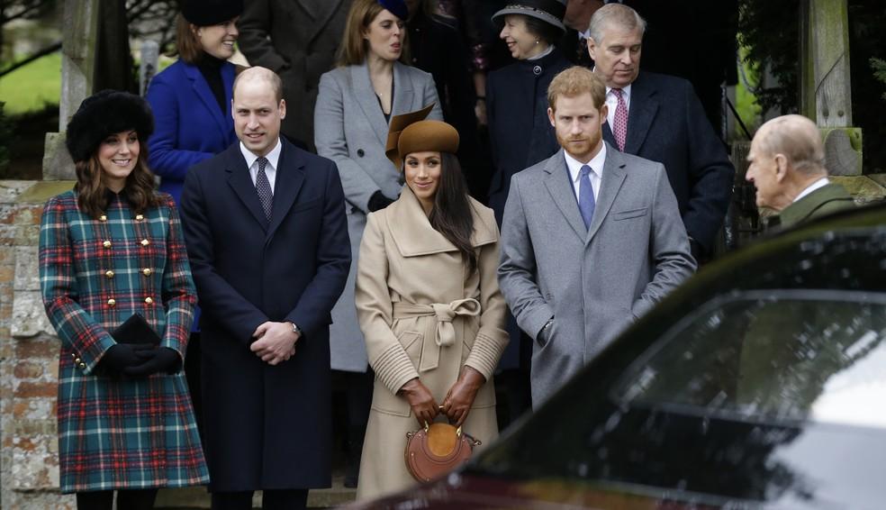 Kate, duquesa de Cambridge, com o príncipe William, Meghan Markle e o príncipe Harry na igreja de Santa Maria Madalena, em Sandringham, na Inglaterra (Foto: AP Photo / Alastair Grant)