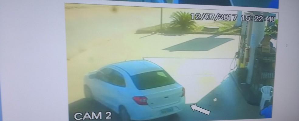 Suspeita abasteceu carro com cartão da vítima em posto de Porto Velho (Foto: Divulgação/ Delegacia de Homicídio)