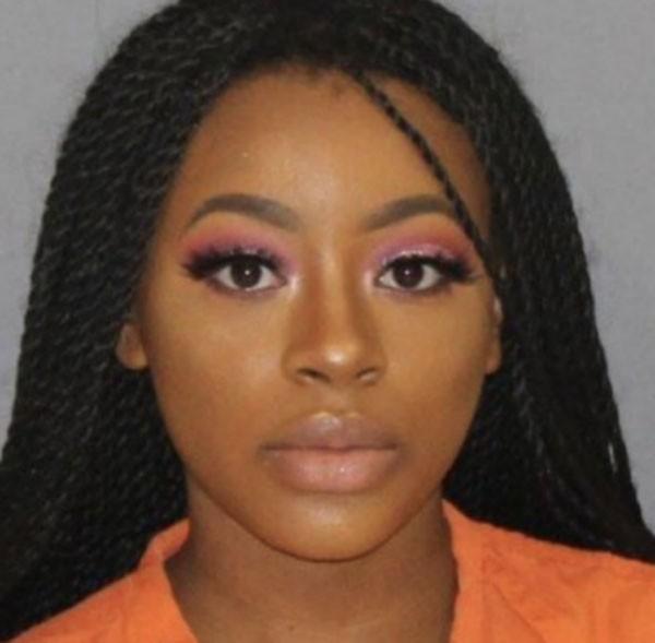 Marshala Perkins, de 19 anos, foi presa em 6 de fevereiro depois de ser flagrada com maconha  pela polícia (Foto: Foto da Polícia)