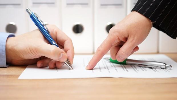 acordo, assinatura, demissão (Foto: Thinkstock)