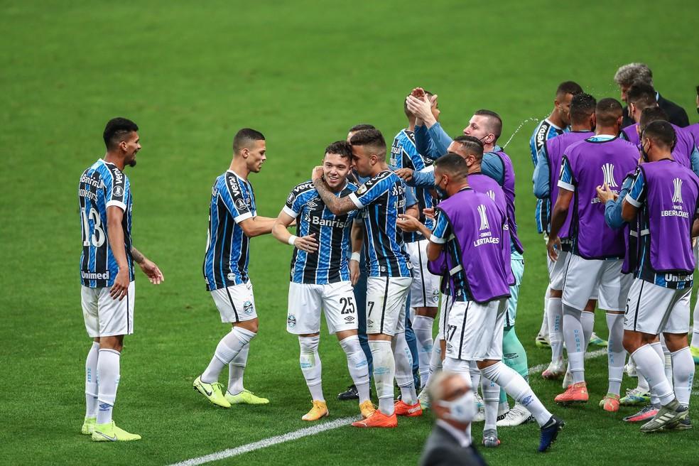 Pepê comemora gol em vitória do Grêmio — Foto: Lucas Uebel/Grêmio