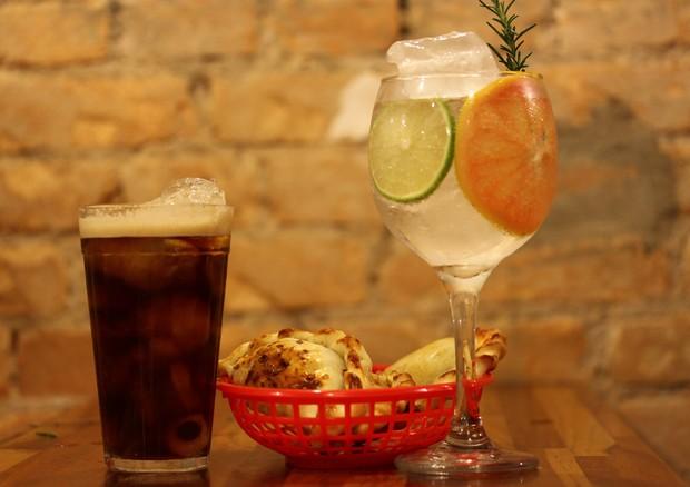 Empanadas com gin tônica do Juanito's (Foto: Divulgação)