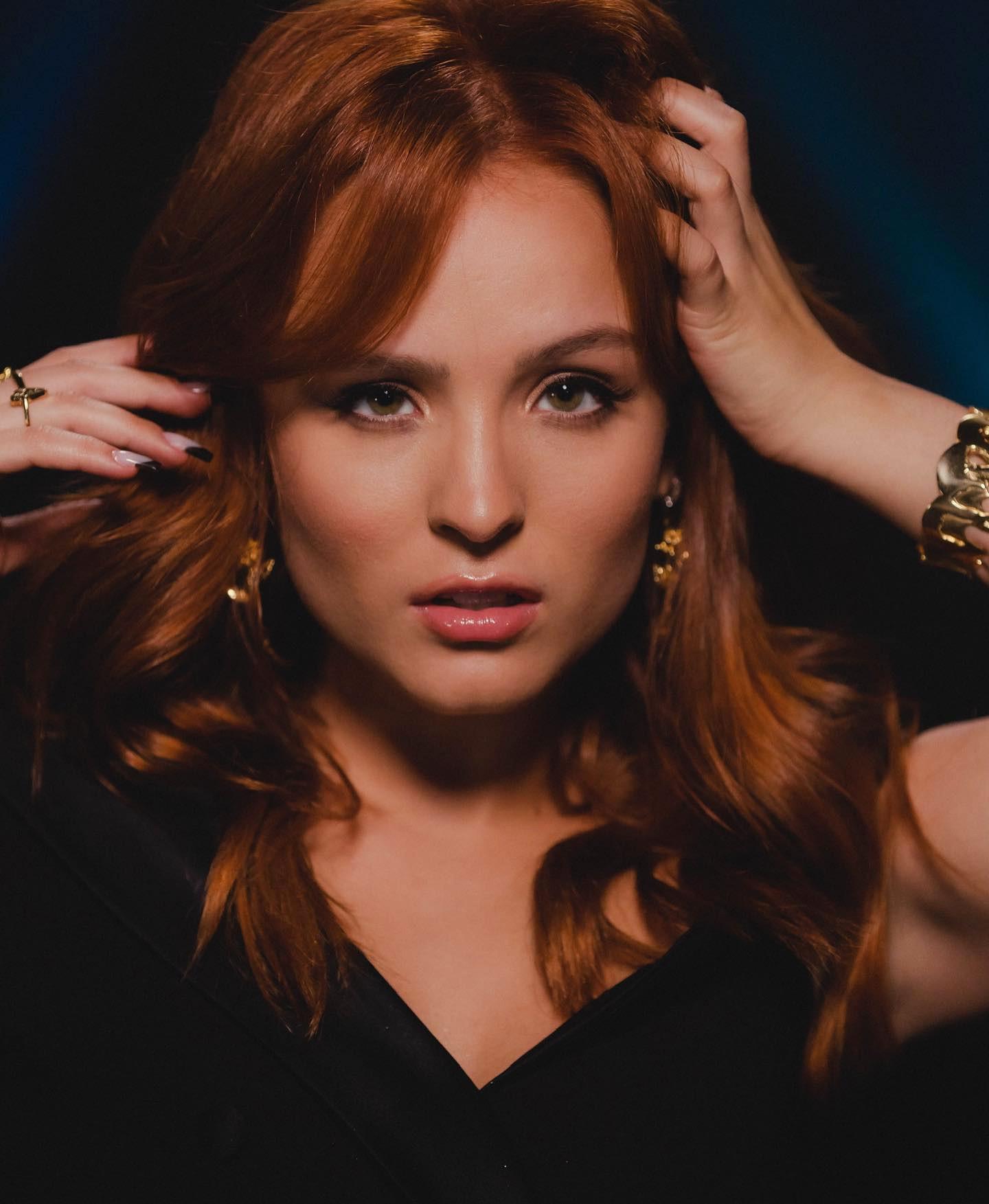 Larissa Manoela volta ao disco com o single 'Me deixa a milhão'