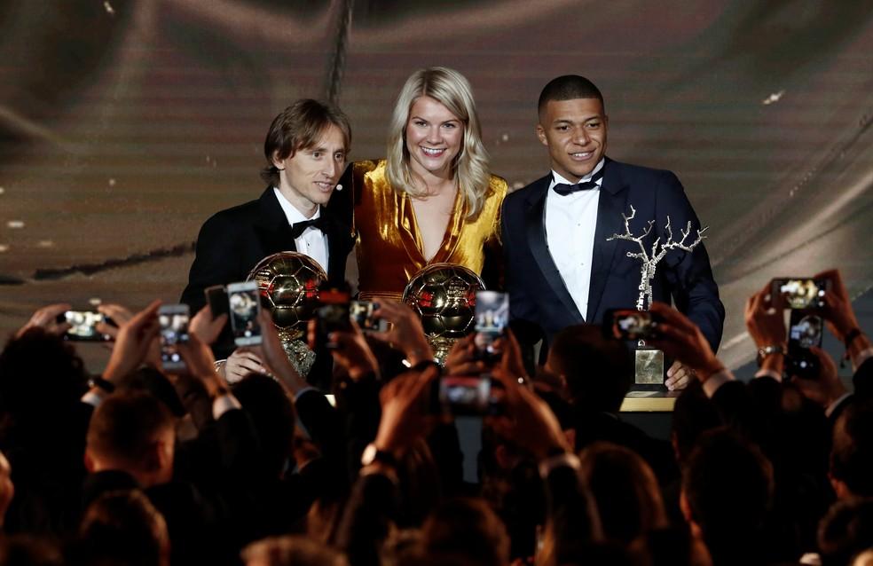 Modric, Ada Hegerberg e Mbappé, os três vencedores da noite — Foto: Reuters