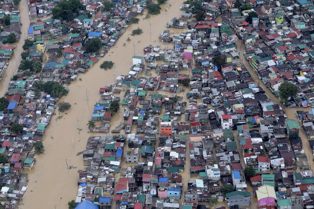 Partes da cidade de Manila, capital das Filipinas, ficaram debaixo d'água nesta quinta-feira (12) — Foto: Ace Morandante/Malacanang Presidential Photographers Division/AP