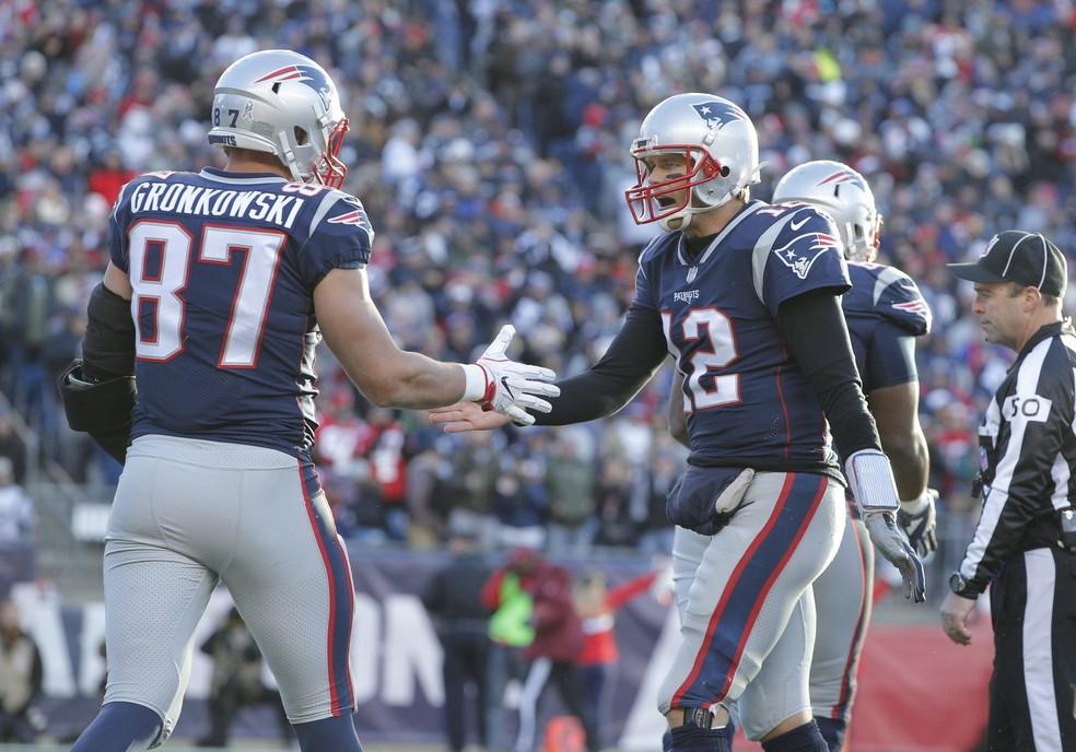 Rob Gronkowski recebe os cumprimentos de Tom Brady (Foto: Reuters/David Butler II-USA TODAY Sports)
