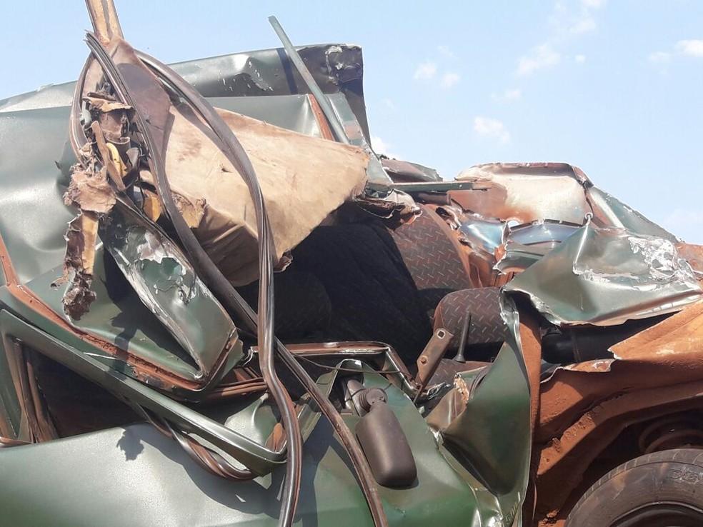 Dois morrem em acidente na BR-463 (Foto: Carlos da Cruz/ TV Morena)
