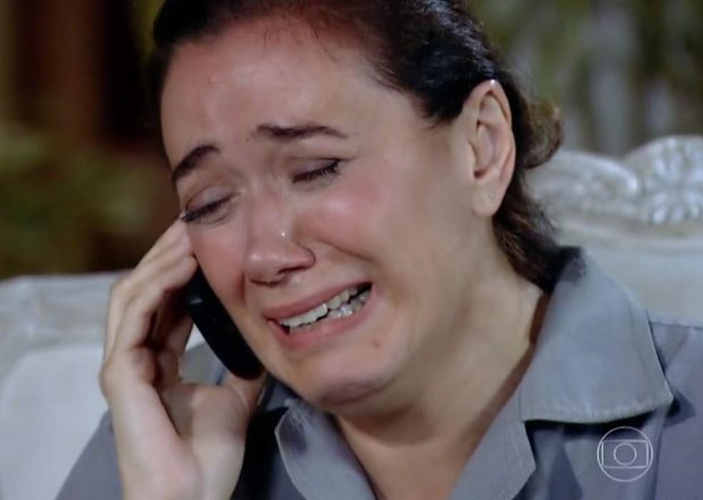 Griselda fica em choque ao saber de sequestro de Antenor em 'Fina Estampa' — Foto: Globo