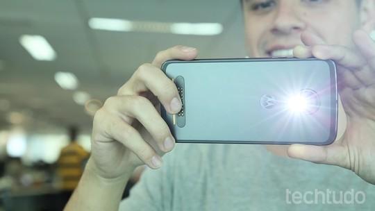 Linha de celulares Moto Z ganha capas coloridas e Snap para bateria extra