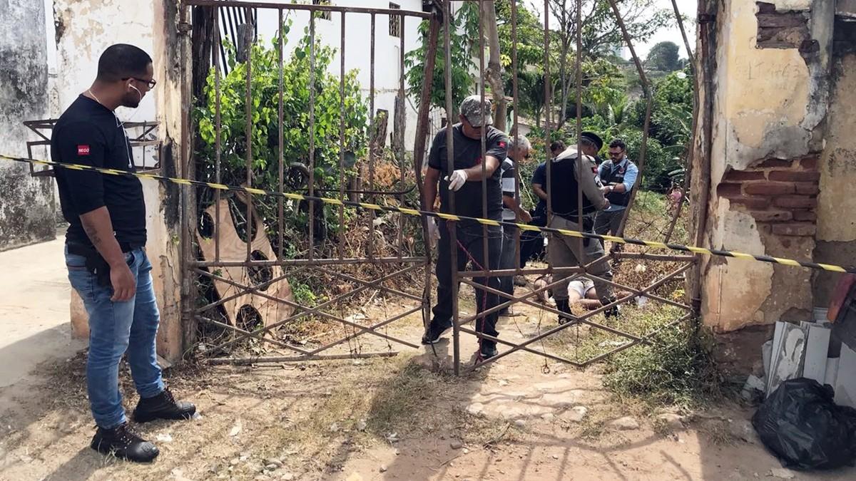 Homem é morto a tiros e arrastado para terreno baldio em João Pessoa, diz polícia
