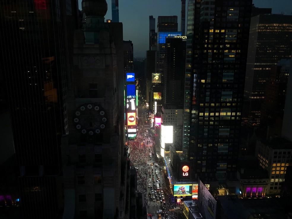 Blecaute afeta região central de Nova York neste sábado (13) — Foto: Maria Caspani/Reuters