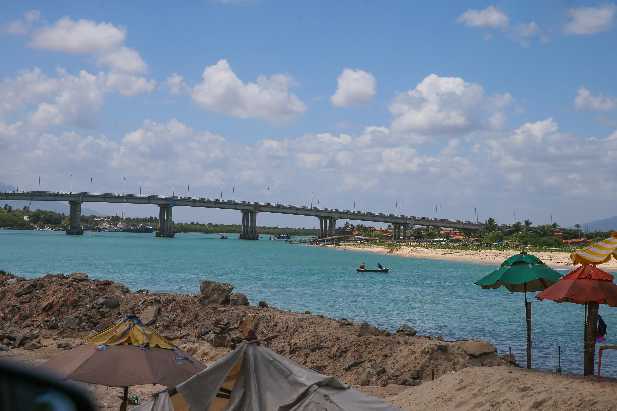 Fortaleza tem 18 trechos de praia impróprios para banho neste fim de semana