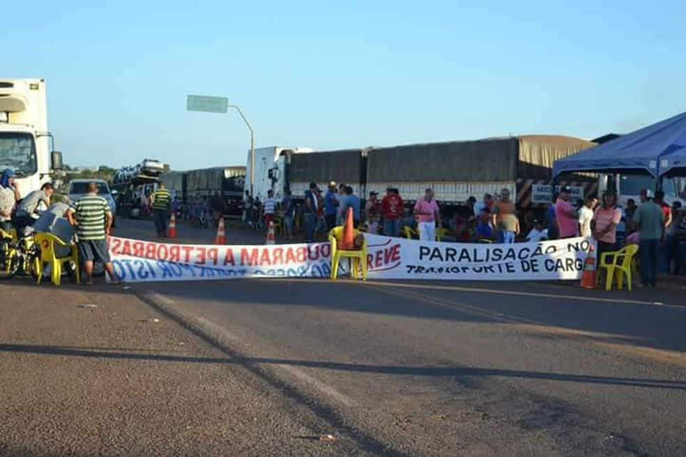 Paralisação continua na BR-153 em Paraíso do Tocantins (Foto: Divulgação)