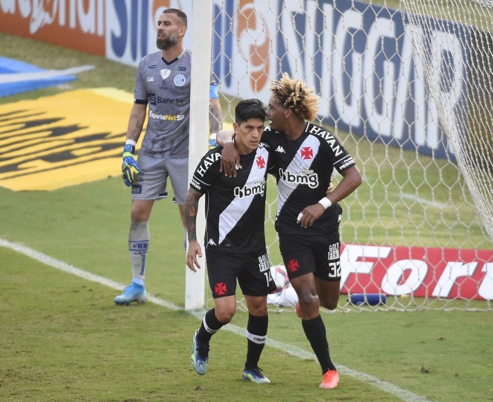 MT comemora gol com Cano em Vasco x Confiança — Foto: André Durão